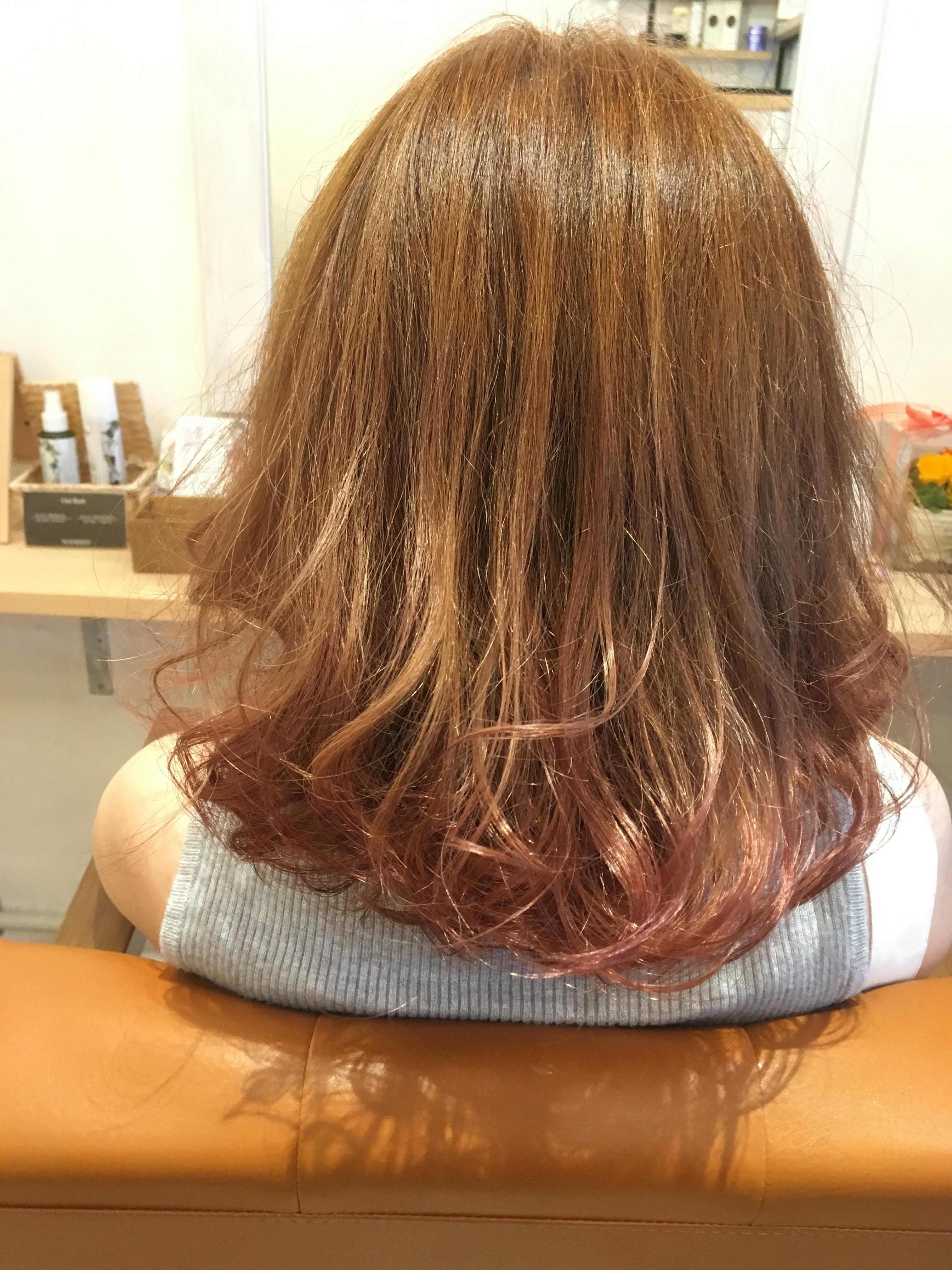 毛先をカラーで薄いピンクを入れたら想像以上に綺麗だった